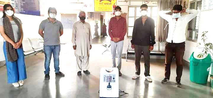 लक्ष्मी नारायण तापड़िया ट्रस्ट द्वारा सीएचसी साण्डवा को एक आॅक्सीजन कंसंट्रेटर भेंट किया गया