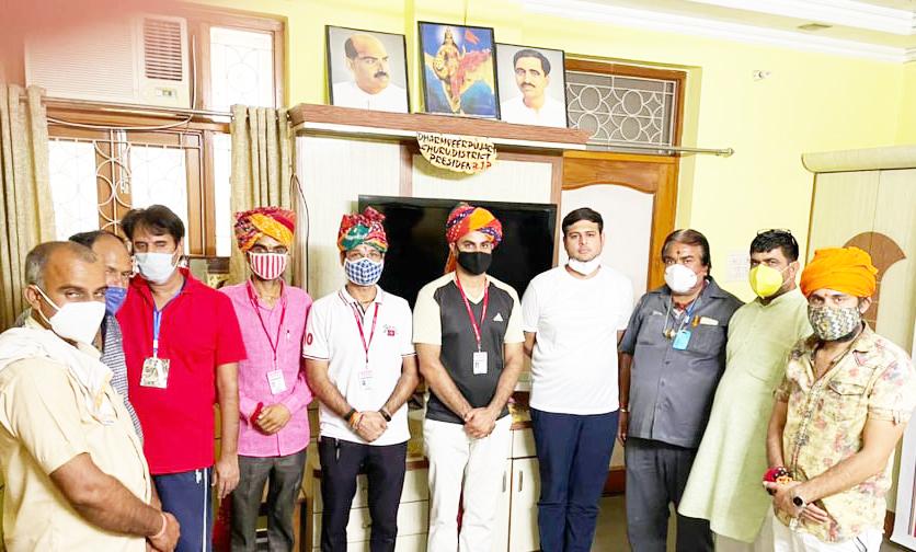 हिन्दी पत्रकारिता दिवस पर पत्रकारों का किया सम्मान