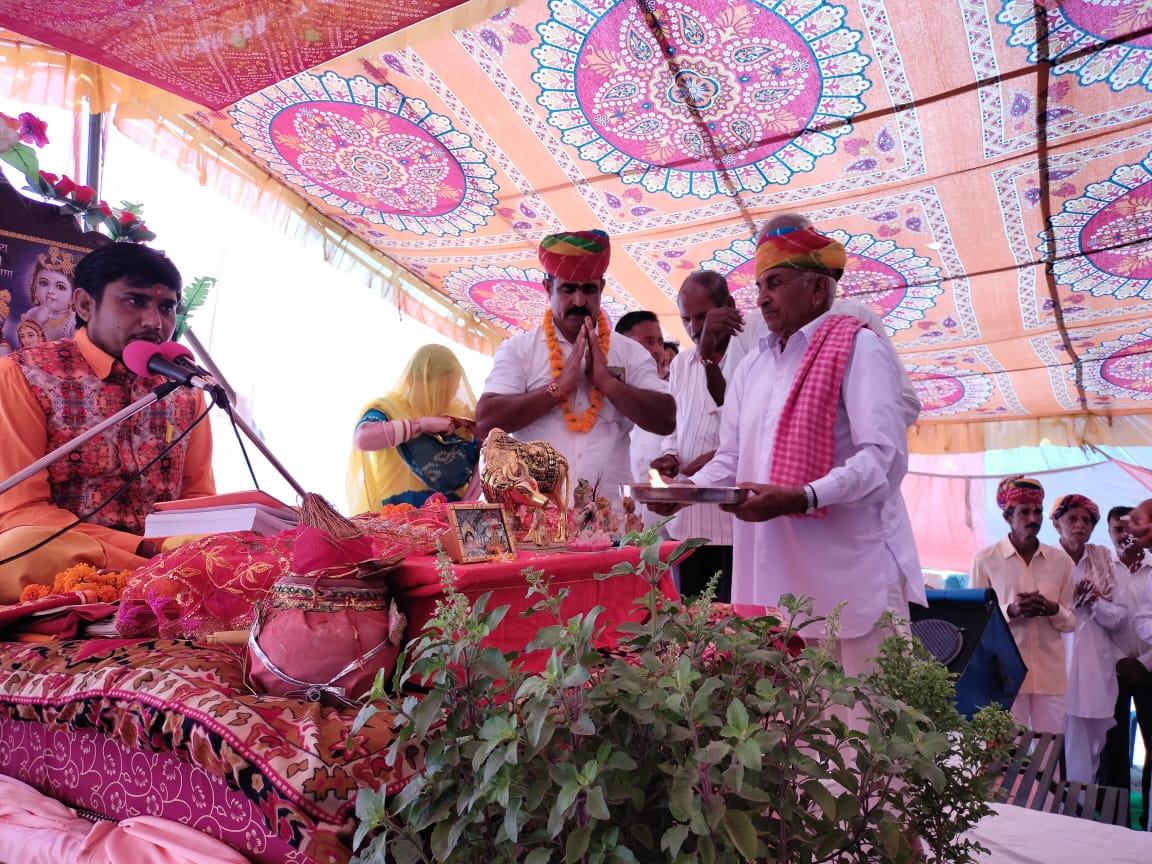 श्रीमद् भागवत कथा मे गौशाला के लिए दानदाताओ ने एक बीघा जमीन व लाखो रूपये का दान दिया