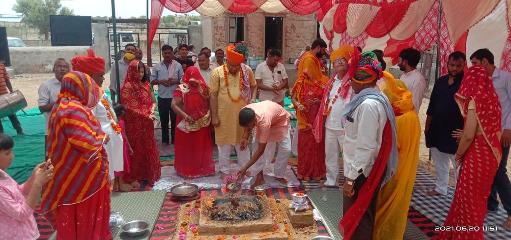 लालगढ़ में रविवार को श्री गोपाल गौशाला में राधाकृष्ण मंदिर में मुर्ति प्राण प्रतिष्ठान किया गया