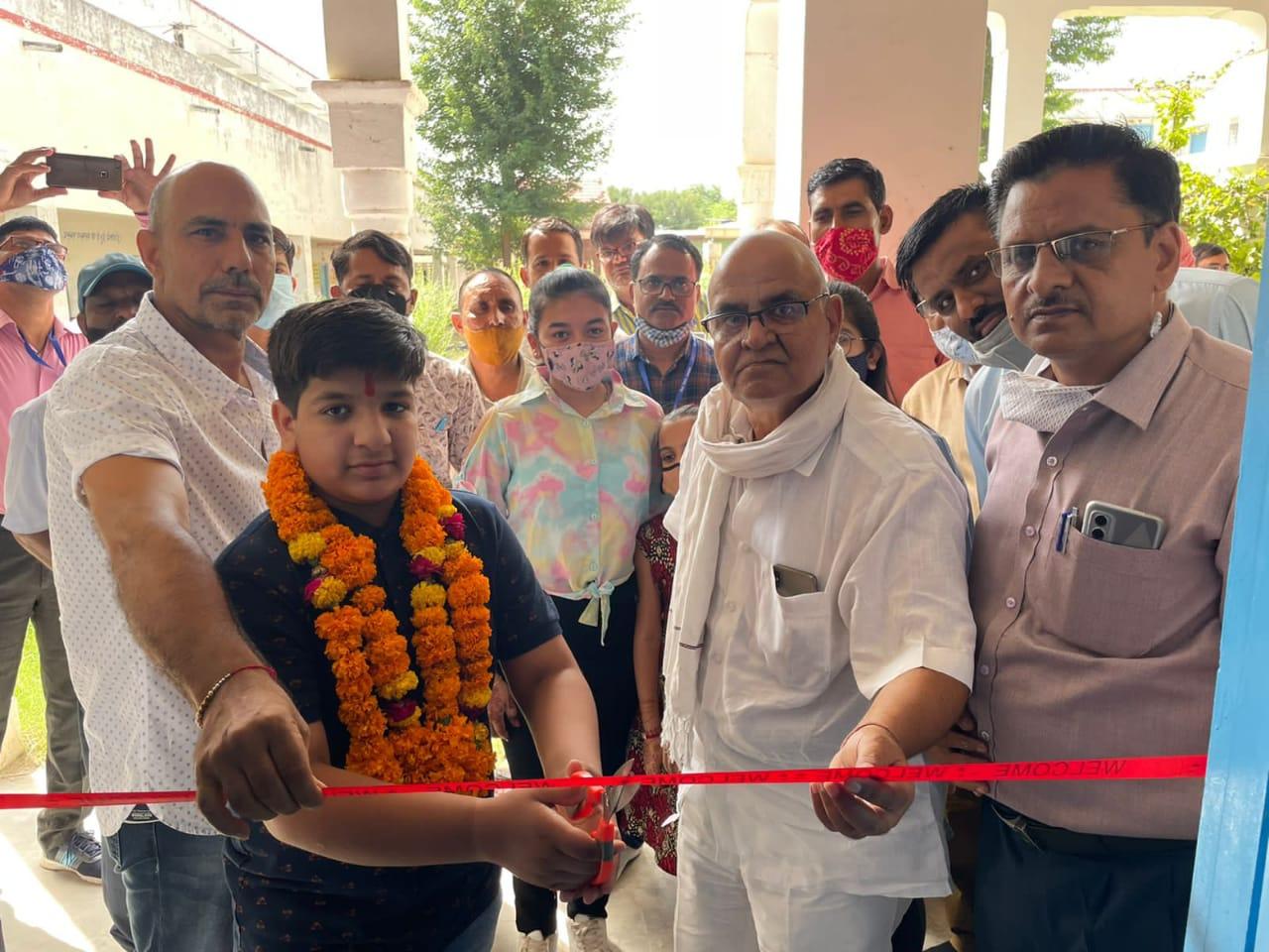 भामाशाह लक्ष्मीनारायण पुजारी का स्कूल परिसर में सम्मान समारोह आयोजित हुआ